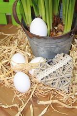 Eier im Strohnest mit Herz