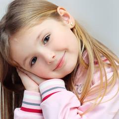 Ritratto di bambina serena