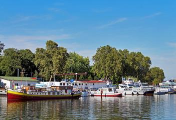 port de tourisme fluvial