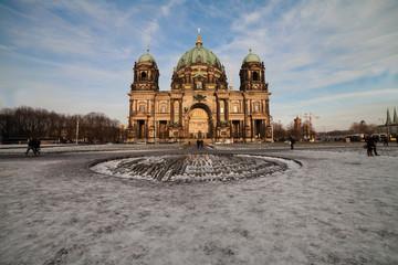 berliner dom im winter