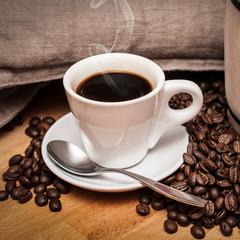 Caffè espresso caldo fumante