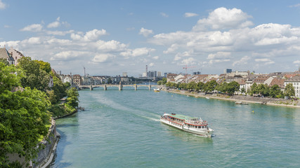 Basel, Altstadt, Rhein, Rheinschifffahrt, Rheinbrücke, Schweiz