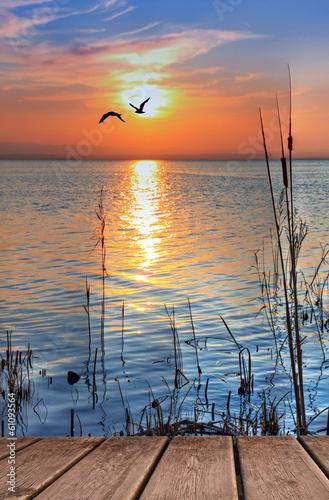 Fotobehang Een Hoekje om te Dromen el lago cuando amanece