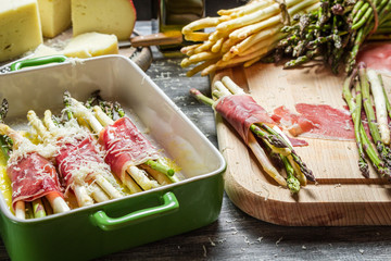 Preparation asparagus with prosciutto ham and cheese