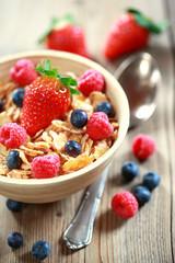Frühstücksflocken mit Beeren