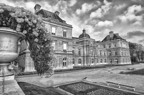 Paris palais du luxembourg in black and white