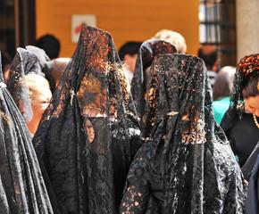 Mujeres con mantilla, Semana Santa de Sevilla, España