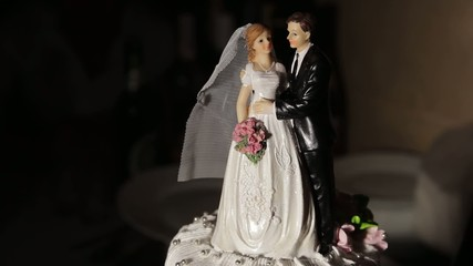 Figurine of bride and groom on the cake