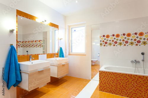 Modern bathroom for big family
