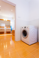 Big contemporary bathroom with washing machine in the corner