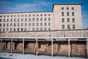 Berlin: the wall in winter