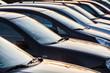 eine Reihe geparkter Autos