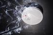 Rauchmelder und Brandrauch - 61162540