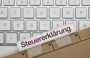 Steuererklärung. Tastatur