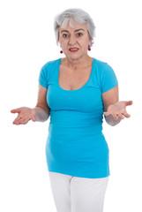 Ältere Frau verzweifelt und fragend - isoliert in blau weiß