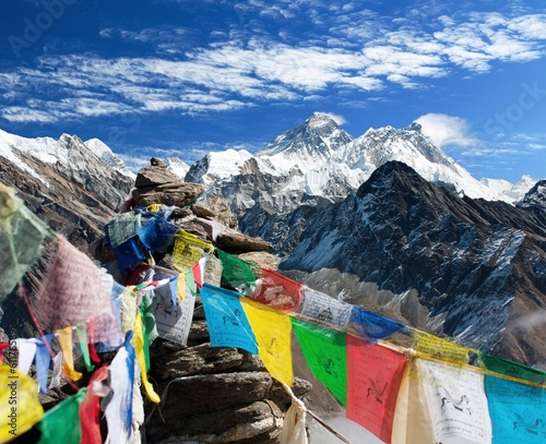 Papiers peints Népal view of everest from gokyo ri with prayer flags - Nepal