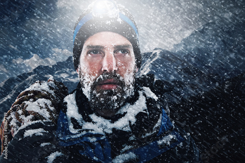Tuinposter Alpinisme Adventure explorer mountain man