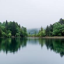 mglisty jezioro