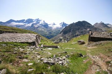 Alpe plan Borgno, Valsavaranche. Sullo sfondo il Gran Paradiso