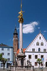 Straubing, Theresienplatz; Brunnen; Basilika St. Jakob
