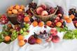 Fruits frais d'été sur un buffet de cocktail