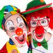 clowns lachen begeistert in die kamera