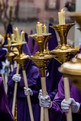 Cirios en procesión