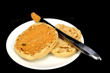 English muffin with peanut butter