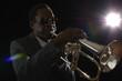 canvas print picture - Afroamerikanischer Jazzmusiker mit Flügelhorn
