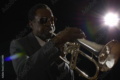 canvas print picture Afroamerikanischer Jazzmusiker mit Flügelhorn