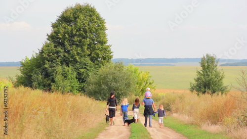 walk a large family