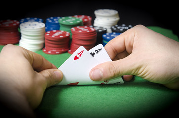 HANDS with pocket aces