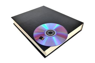 CD-диск вложен в книгу и карта памяти