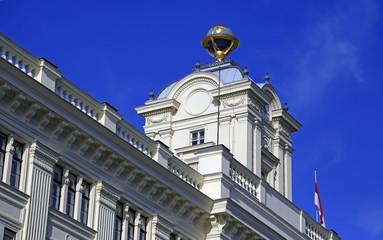 Turm und Globus der ehemaligen Sternwarte in Wien