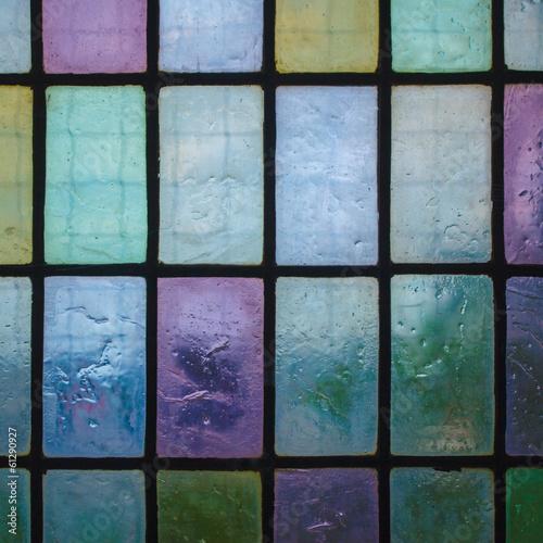 kolorowe witraże z wzorem blokowym niebieski zielony ton