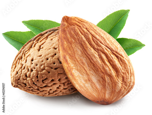 Fotobehang Aromatische Almonds with leaves isolated.