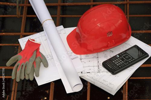 casque et plans de chantier, BTP - 61297793