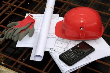 casque et plans de chantier, BTP