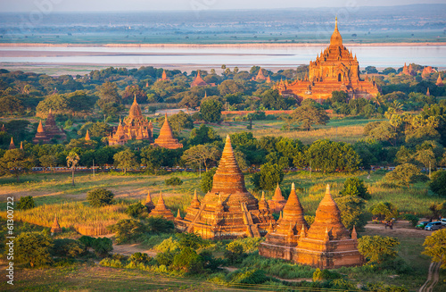 Foto op Canvas Indonesië Ancient pagodas in Bagan with altitude balloon Myanmar