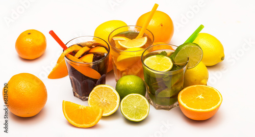 Cocktails with different citrus fruits - 61314730