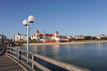 Kurhaus Binz, Seebrücke, Ostsee, Strand, Wellen, Insel Rügen
