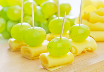 canape with grape and cheese