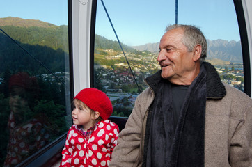 Family travel by aerial tramway