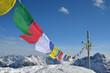 Gebetsfahnen, Berge, Schnee