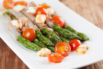 Grilled asparagus with prosciutto, mozzarella and cherry tomatoe