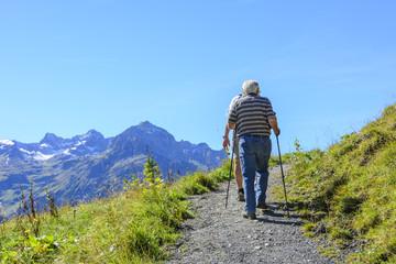 Senioren beim Wandern