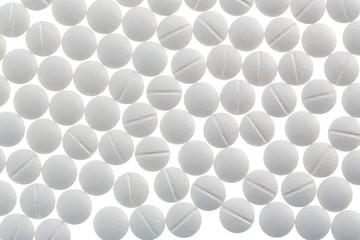 Weiße Tabletten in Fülle