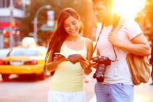 Fototapete - Travel tourist couple traveling in New York, USA