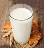 Milk with cookies - 61363323