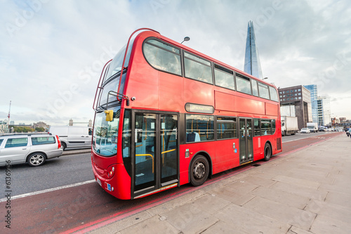 In de dag Londen rode bus Double-Decker on London Bridge